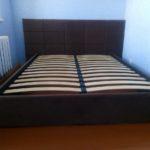 Кровать с мягкой спинко